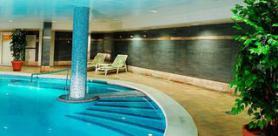 Mallorca a hotel Obelisco s vnitřním bazénem