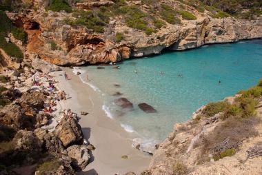 Cala Santanyi s písečnou pláží