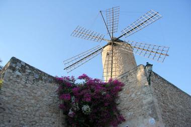 Jeden z větrných mlýnů v Sineu na Mallorce